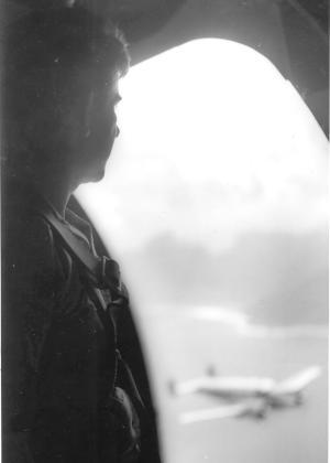 Ary Fernandes em cena aérea.