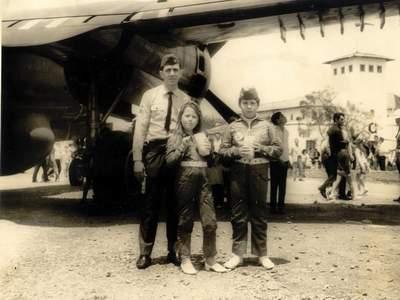 Crianças com uniforme dos personagens do Esquadrão Águias de Fogo. Semana da Asa Campo de Marte, São Paulo - Outubro de 1968