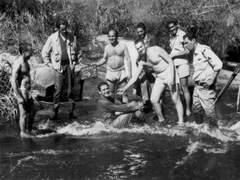 Descontração em um rio durante as filmagens do Vigilante Rodoviário®