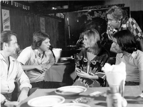 Anjo Loiro - - 1973  Esq. p/ direita:  1º Mário Bevenutti,  2º Presidente da INC Carlos Guimarães de Mattos Jr (vistando as filmagens),  3º Vera Fischer,  4º Ary Fernandes (Produtor Executivo),  5º Alfredo Sternheim (Diretor)