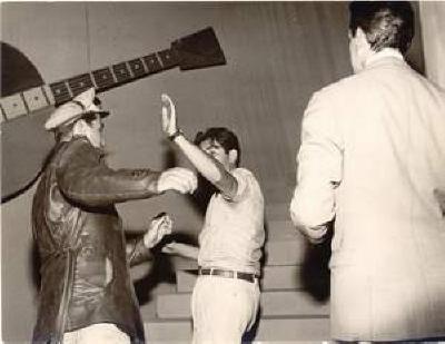 Vigilante Rodoviário® 1961  Bastidores dirigindo cena de luta , com Vigilante Carlos