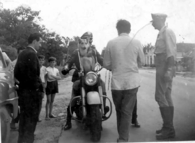 Vigilante Rodoviário® 1961 - Ary (de costas) Carlos e Lobo