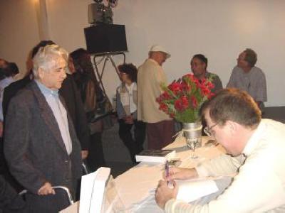 oite de Autógrafos do Escritor Antônio Leão  O escrito Antônio Leão autografando para Ary Fernandes