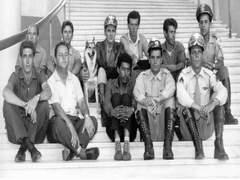 Ary Fernandes, Carlos Miranda, Lobo Mazzinha - atrás. Sérgio Ricci,Luppi e equipe. Escadaria do Palácio Iguatemi no Paraná.